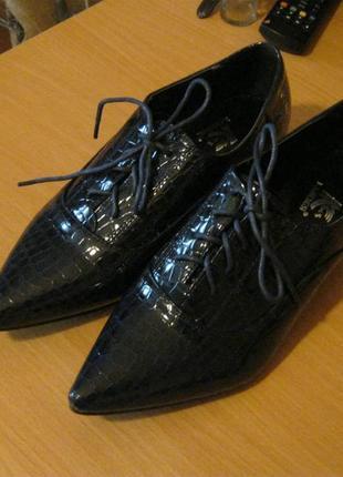 Стильные туфли под тиснение питона