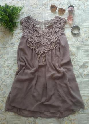 Воздушное маленькое бежевое платье