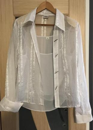 Легкая белая блузка