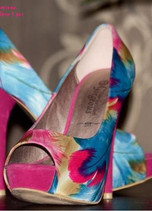 Туфли на высокой шпильке. яркий акцент в вашем образе