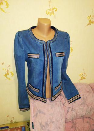 Женская корткая джинсовая куртка, джинсовый пиджак с оригиналь...
