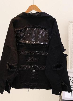 Женская джинсовая куртка рванка с пайетками на спине черная