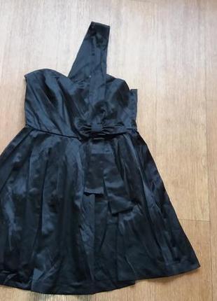 Платье нарядное на одно плечо