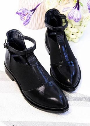 Натуральные кожаные женские туфли на низком каблуке