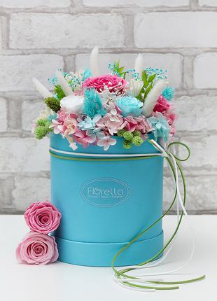 Букеты из стабилизированных неувядающих роз в шляпной коробке