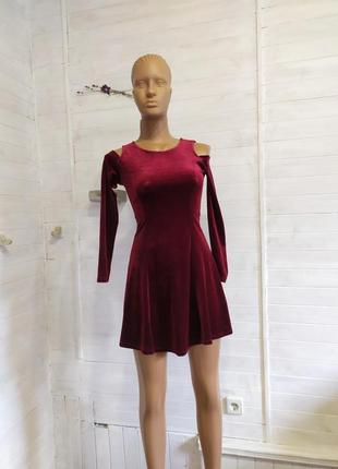 Красивое праздничное платье на девочку  в 2-х размерах  9-12 лет