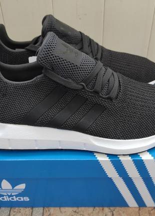 Кроссовки adidas swift run новые