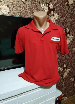 Фирменная красная футболка