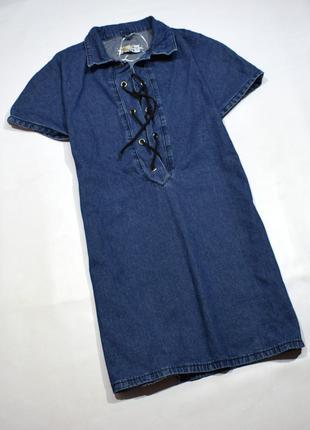 Добротне джинсове плаття з шнурівкою спереду