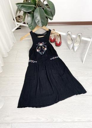 Чорна сукня з вишивкою even&odd