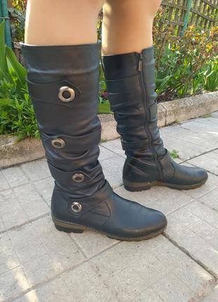 Женские кожаные сапоги без каблука