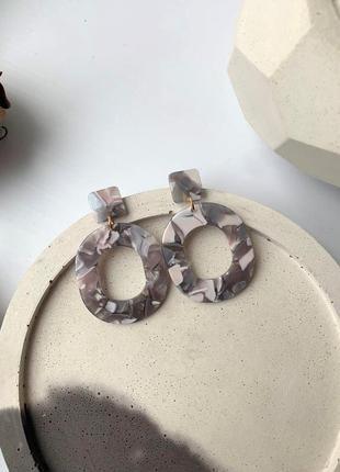 Круглые серьги кольца пластик серого цвета, геометрия акрил