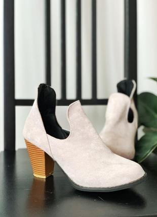 Ботинки туфли на удобном каблуке