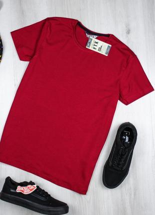 Крутая мужская футболка однотонная.