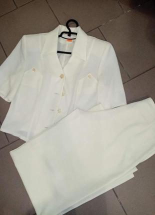 Молочный лёгкий костюм с брюками юбка тренд этого сезона