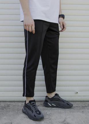 Спортивные укороченные штаны