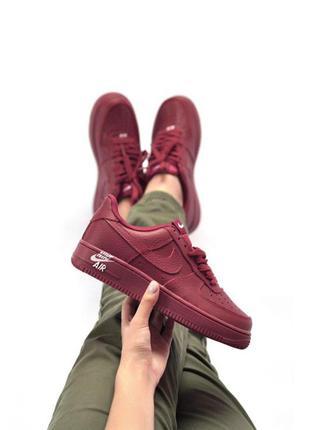 Шикарные женские кроссовки nike air force 1 бордовые