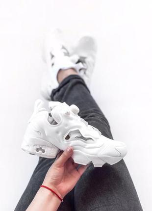 Трендовые женские кроссовки reebok insta pump белые