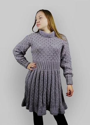 Расклешенное вязаное платье