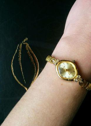 Новые женские часики на растягивающемся браслете часы годинник
