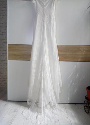 Очень красивое свадебное платье со шлейфом р.8-10