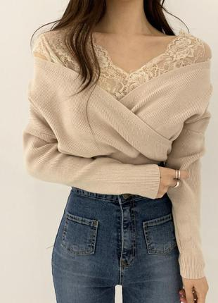 Блузка свитер кофта на запах с декольте с глубоким вырезом беж...