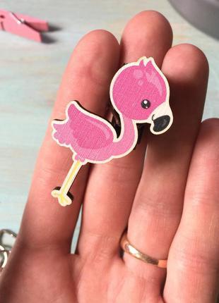 Деревянный значок «розовый фламинго»