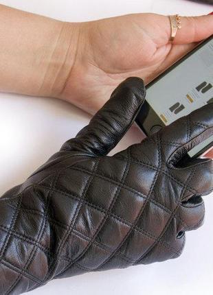 Женские кожаные перчатки на меху сенсорные.