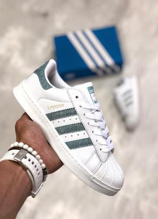 Трендовые женские кроссовки adidas superstar белые