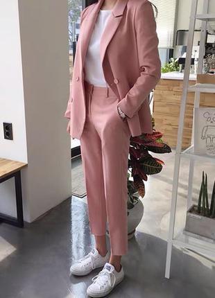 Весенне-летний розовый брючный костюм