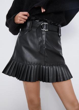 Мини-юбка из искусственной кожи  zara