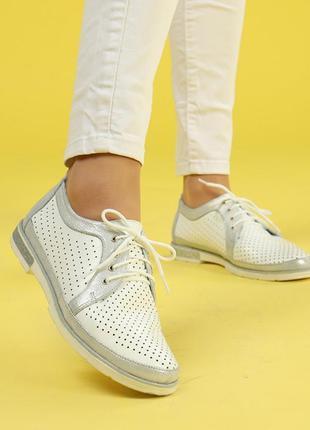 Кожаные женские белые туфли с перфорацией на шнурках натуральн...