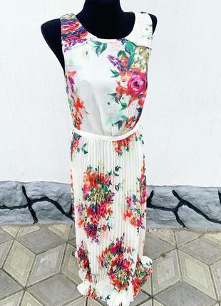 Красивое платье плиссе в цветы