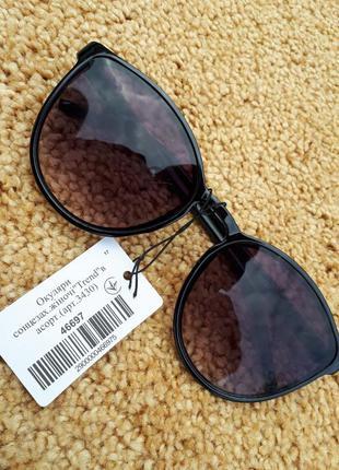 Очки солнцезащитные в глянцевой оправе