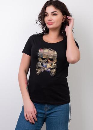 Черная футболка с вышитым черепом