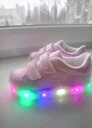 Кроссовки светящиеся р 22-25