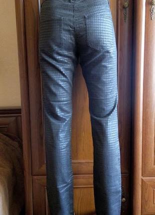 Гусиная лапка брюки джинсы стрейчевые черные с узором орнамент...
