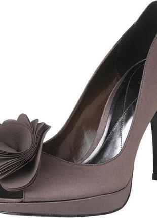 Открытые летние туфли с открытым носком босоножки атласные с ц...
