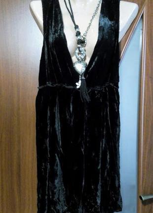 Велюровое черное бархатное мини платье с глубоким декольте cos
