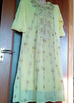 Длинное желтое индийское восточное платье с вышивкой стеклярусом