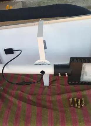 Светодиодный светильник на солнечной батарее 100w