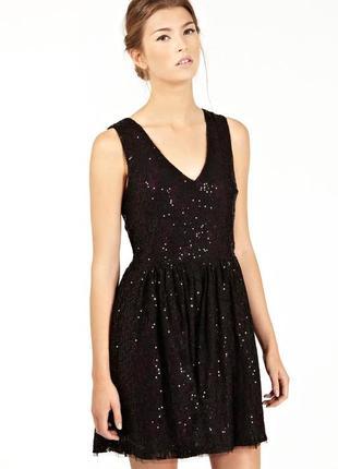 Шикарное вечернее кружевное платье в пайетки с вырезом на спин...