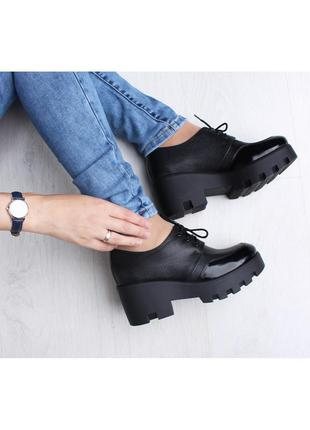Кожаные женские черные туфли на шнурках, на тракторной подошве...