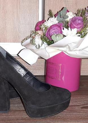 Туфли из натуральной замши на широком каблуке