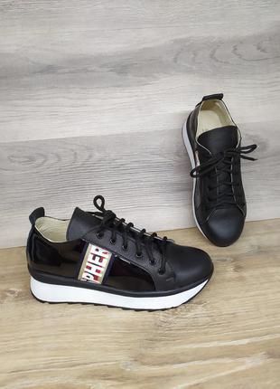 Кожаные кроссовки 36 и 37 размера от производителя