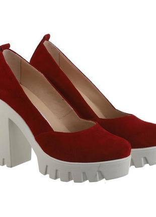 Замшевые женские красные туфли на каблуке тракторная подошва н...