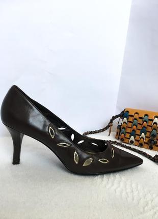 Кожаные туфли лодочки на шпильке marks&spencer, перфорация