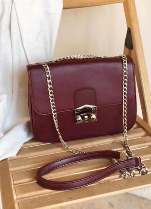 Бордовая сумка - клатч на цепочке с замком фурла. сумочка клат...