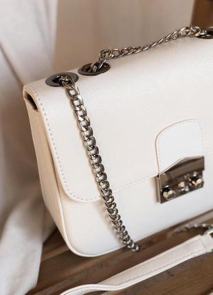 Белая сумка - клатч на цепочке с замком фурла. сумочка клатч с...