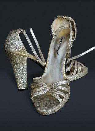 Золотые босоножки, высокий каблук